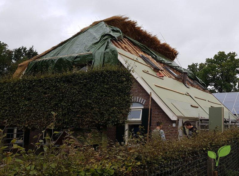 Nieuw rieten dak laten leggen